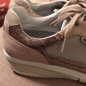 geox Shoes - ❌sold ❌ Geox tan w/ muted gold